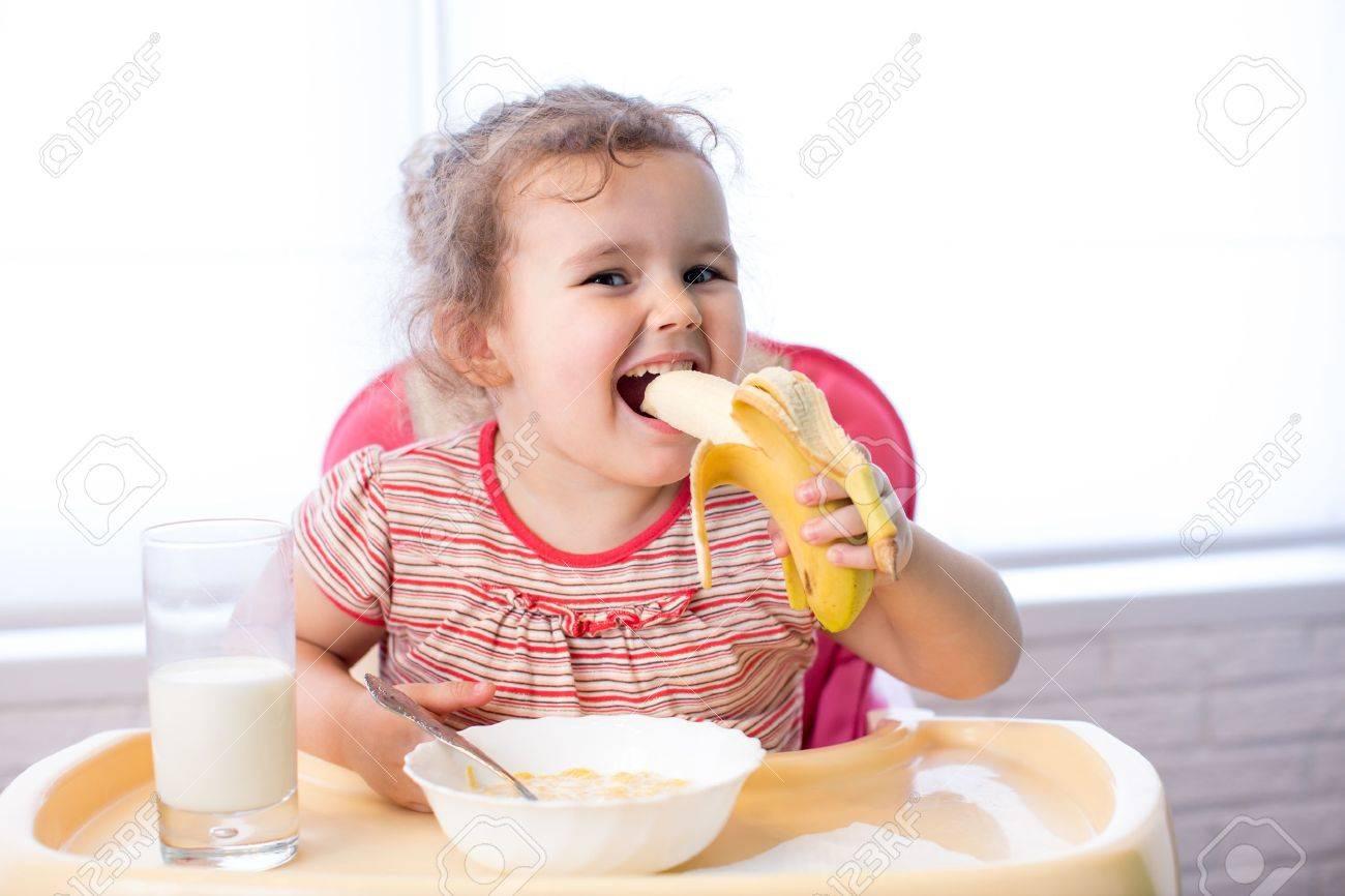 kid girl eating healthy food Stock Photo - 18963468