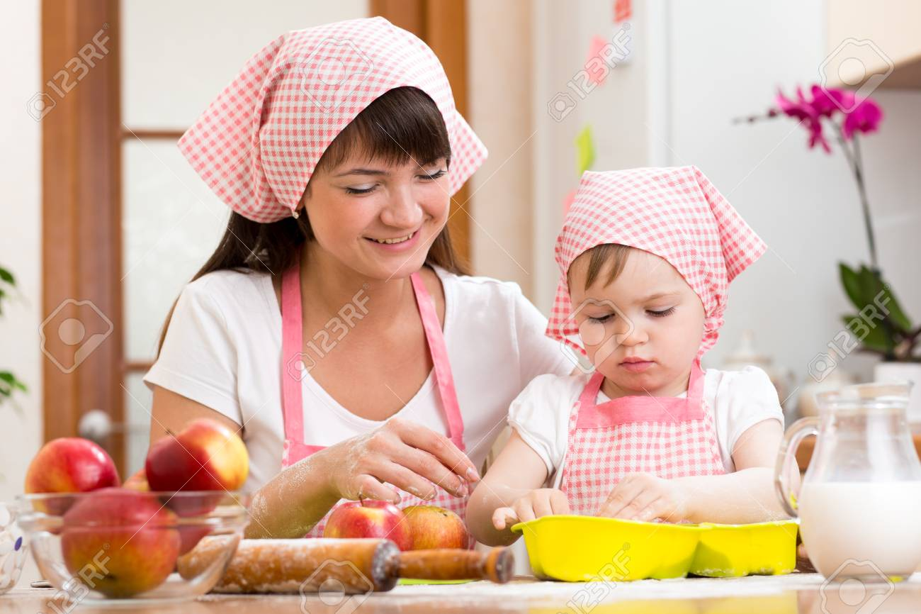 Mother and daughter making apple pie together Stock Photo - 29200970
