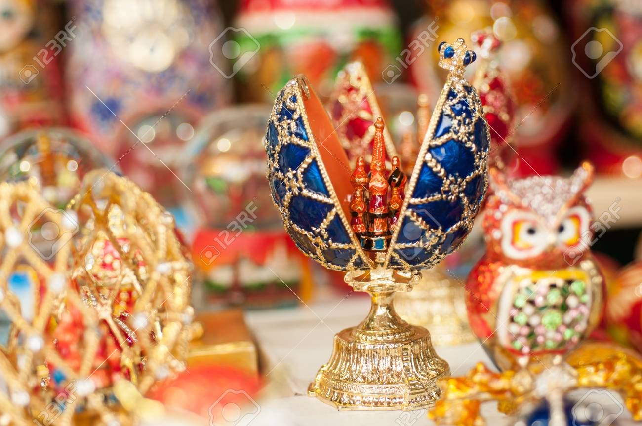 Suveniri - Page 5 87940290-faberge-egg-russian-souvenirs-on-the-streets-of-moscow-in-the-summer-in-the-afternoon