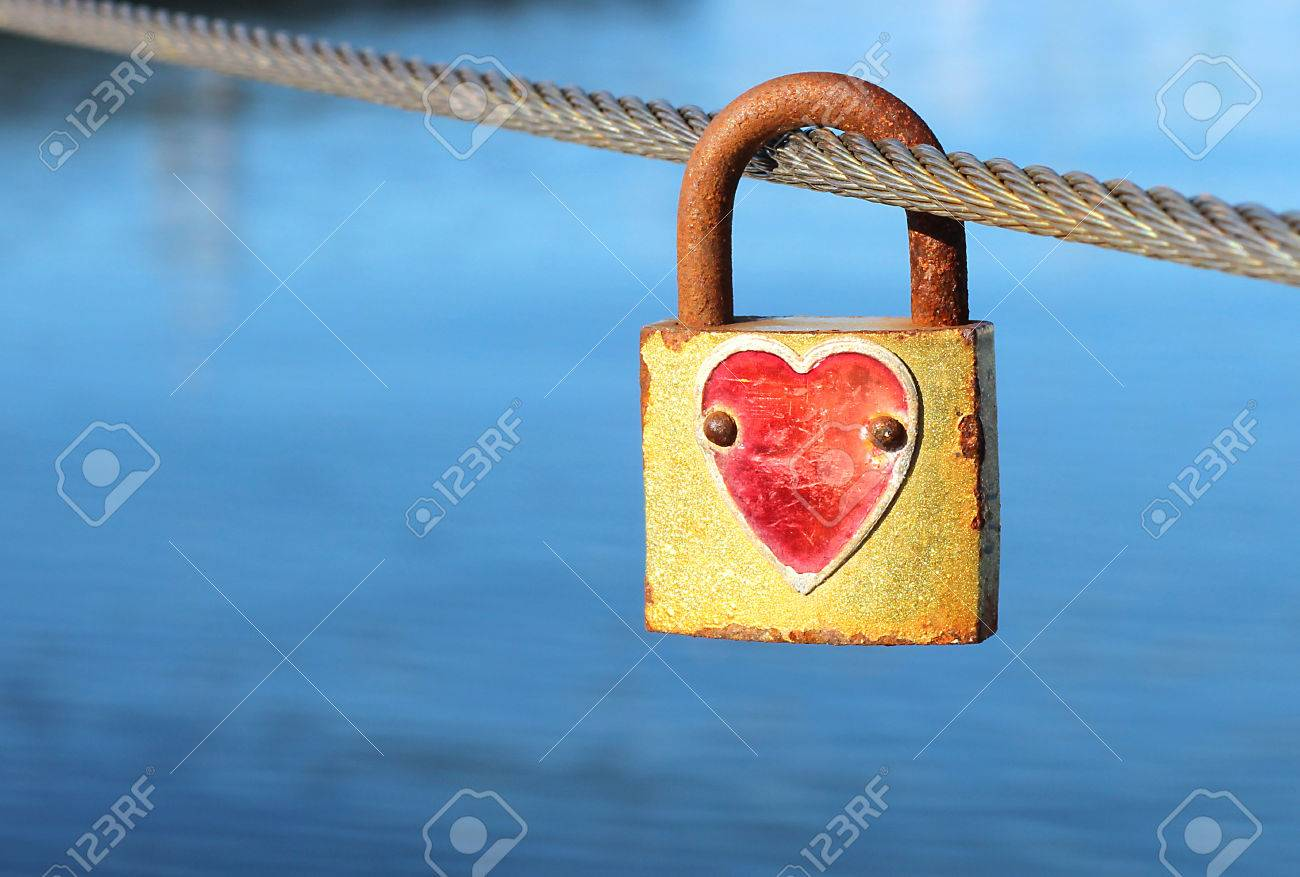 Padlock with red heart on metal string - 59499638