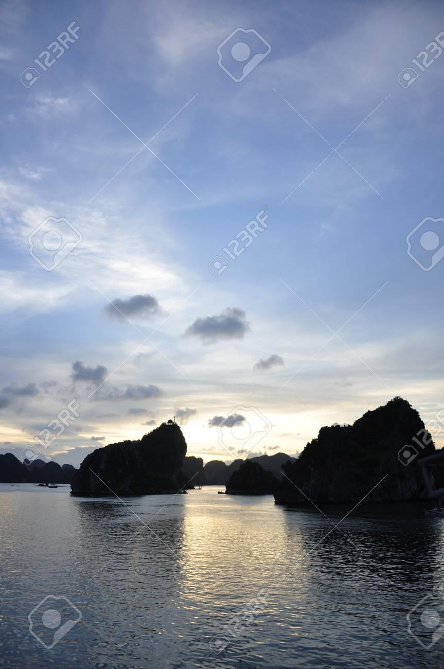 Fantastic view of the Halong Bay Stock Photo - 8139812