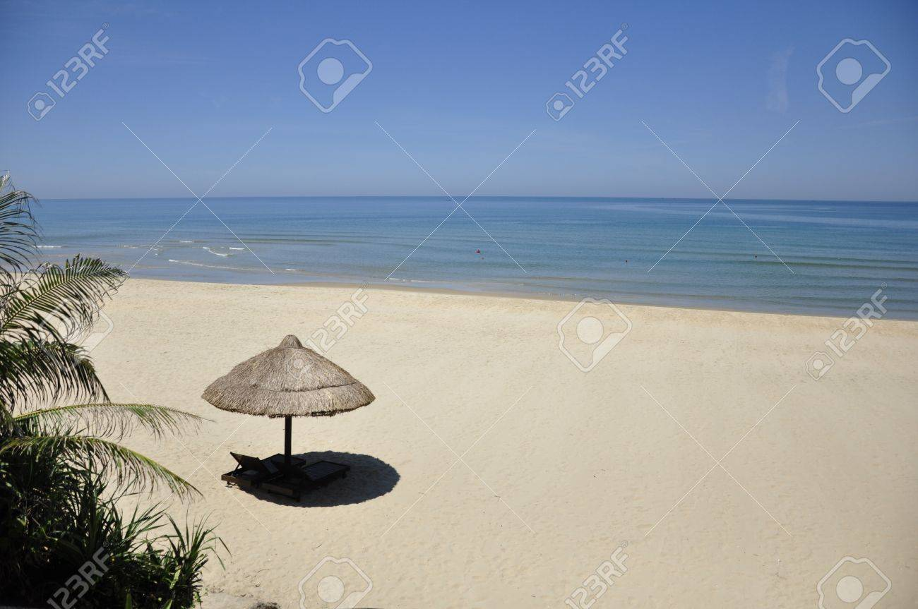 Lonely umbrella giving some shade on a gorgeous beach in Vietnam Stock Photo - 8281466