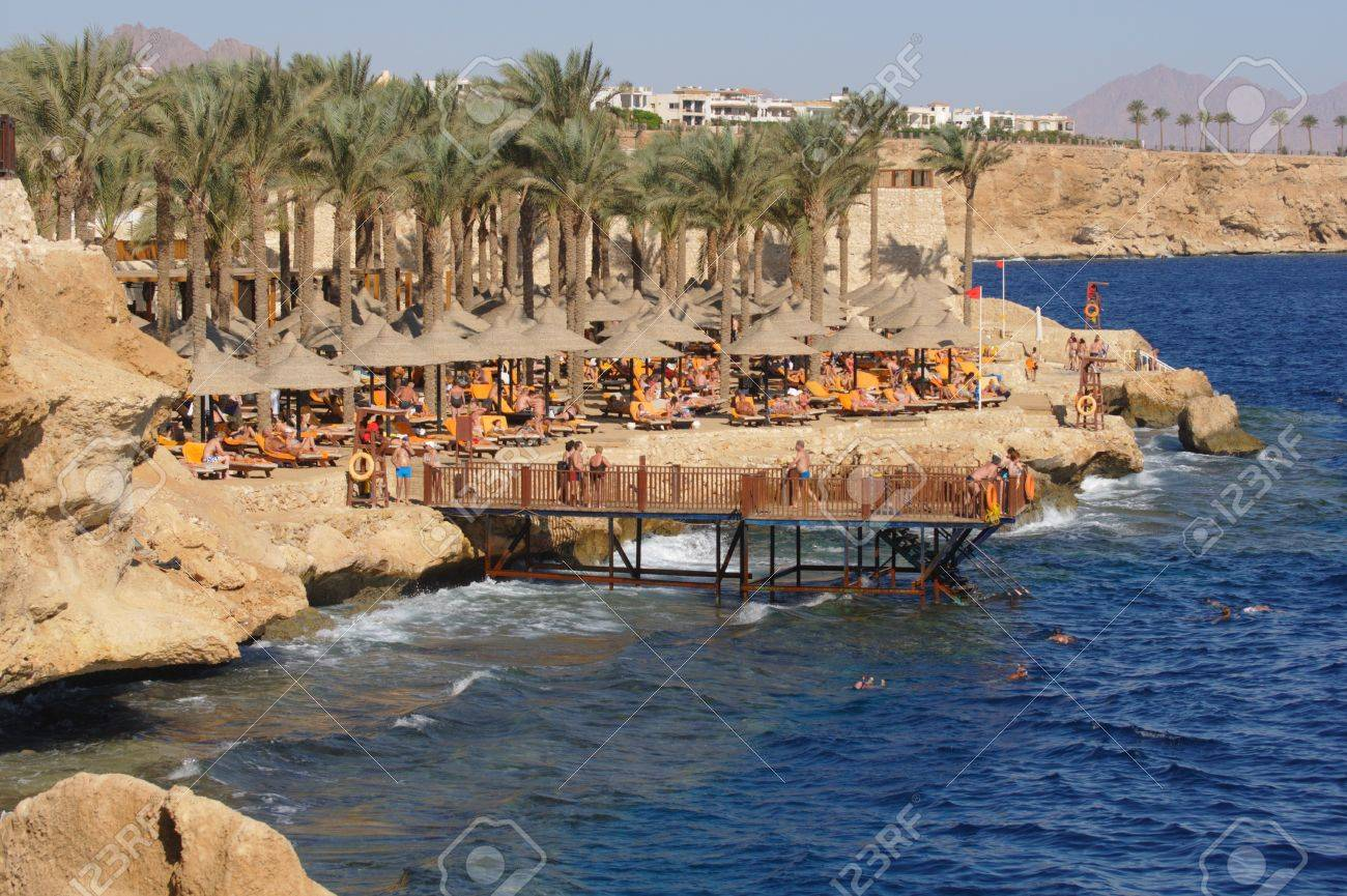 SHARM EL SHEIKH, EGYPT - DECEMBER 01: Unidentified holidaymakers ignores the red flag that tells that bathing is forbidden on December 01, 2010, the day after four Russian holidaymakers were badly injured at the coastline in Sharm El Sheikh, Egypt. They a Stock Photo - 8448675