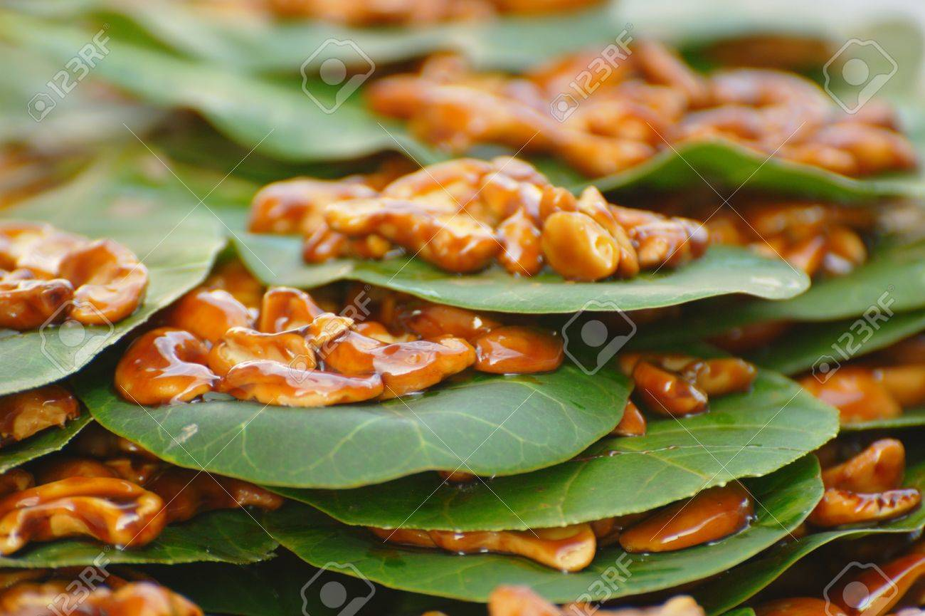 Candied Cashew Nuts on Leaves at a local market in Chaweng, Koh Samui, Thailand Stock Photo - 10035598