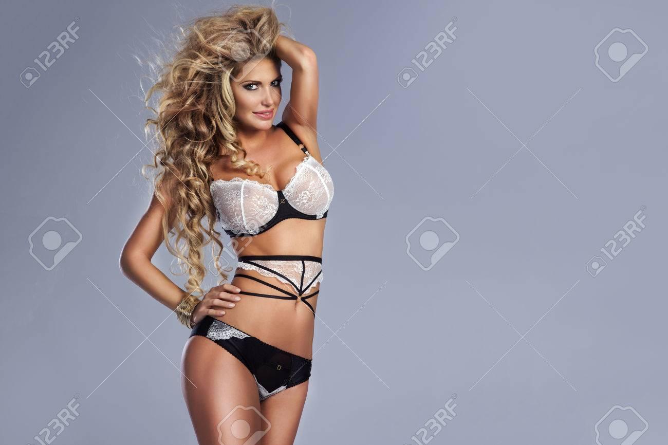 Sexy butt cheeks nude women