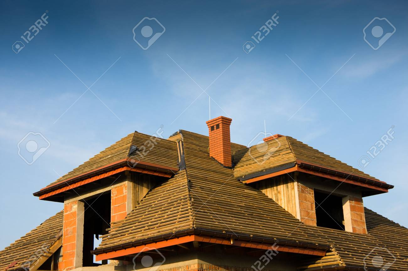 Wooden roof under construction over blue sky Stock Photo - 4767091