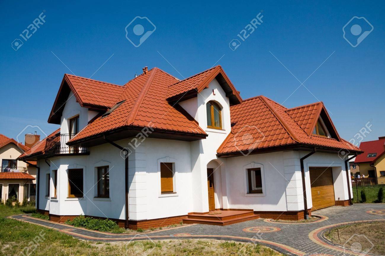 Single family small white house against blue sky Stock Photo - 5081339