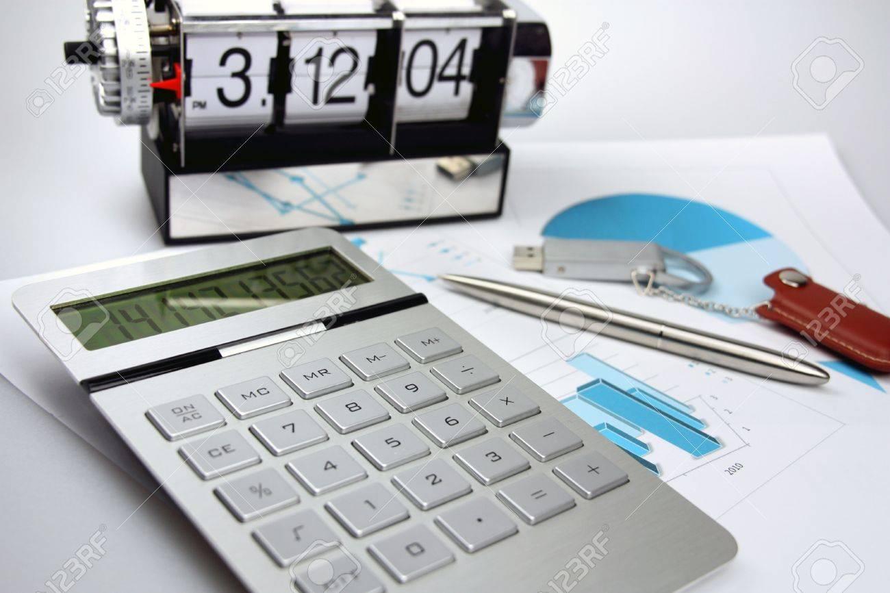 Auf Einem Tisch Der Stift, Der Taschenrechner, Flash-Karte ...