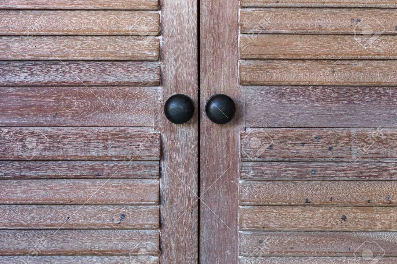 Vintage door knob on wooden antique door furniture Stock Photo - 63446535 - Vintage Door Knob On Wooden Antique Door Furniture Stock Photo