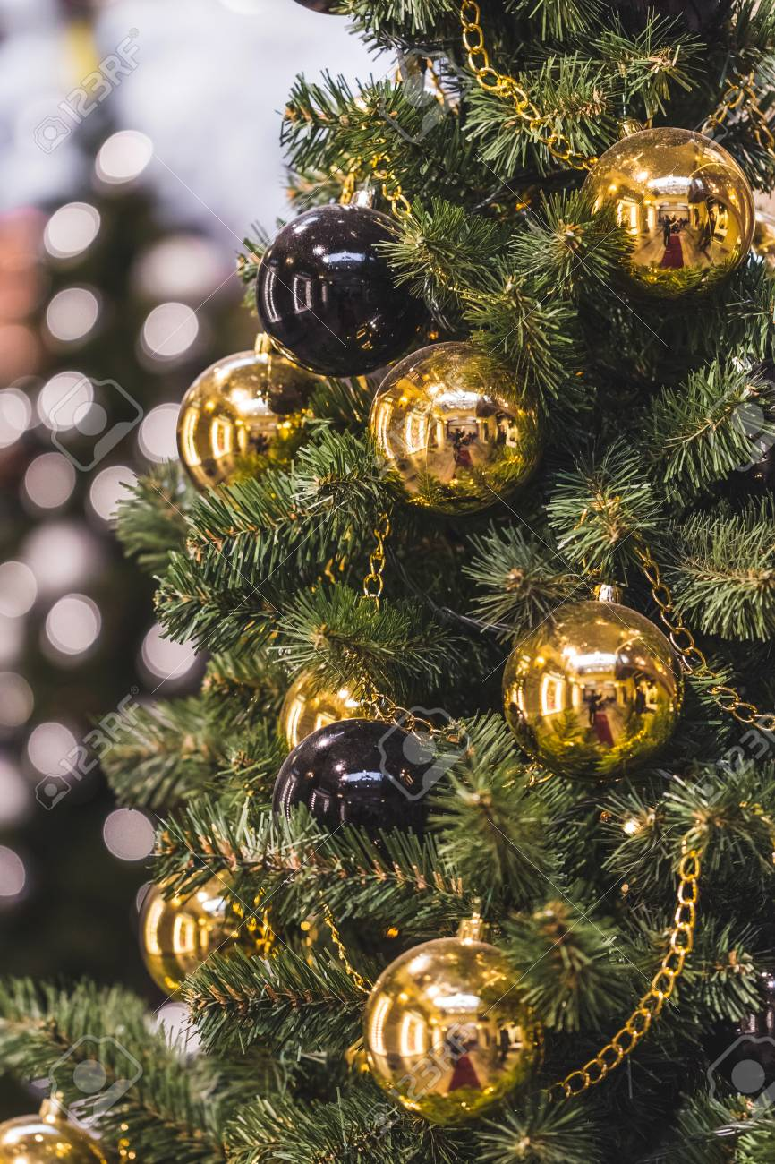 Decoration Christmas Tree With Plenty Of Gold And Black Balls