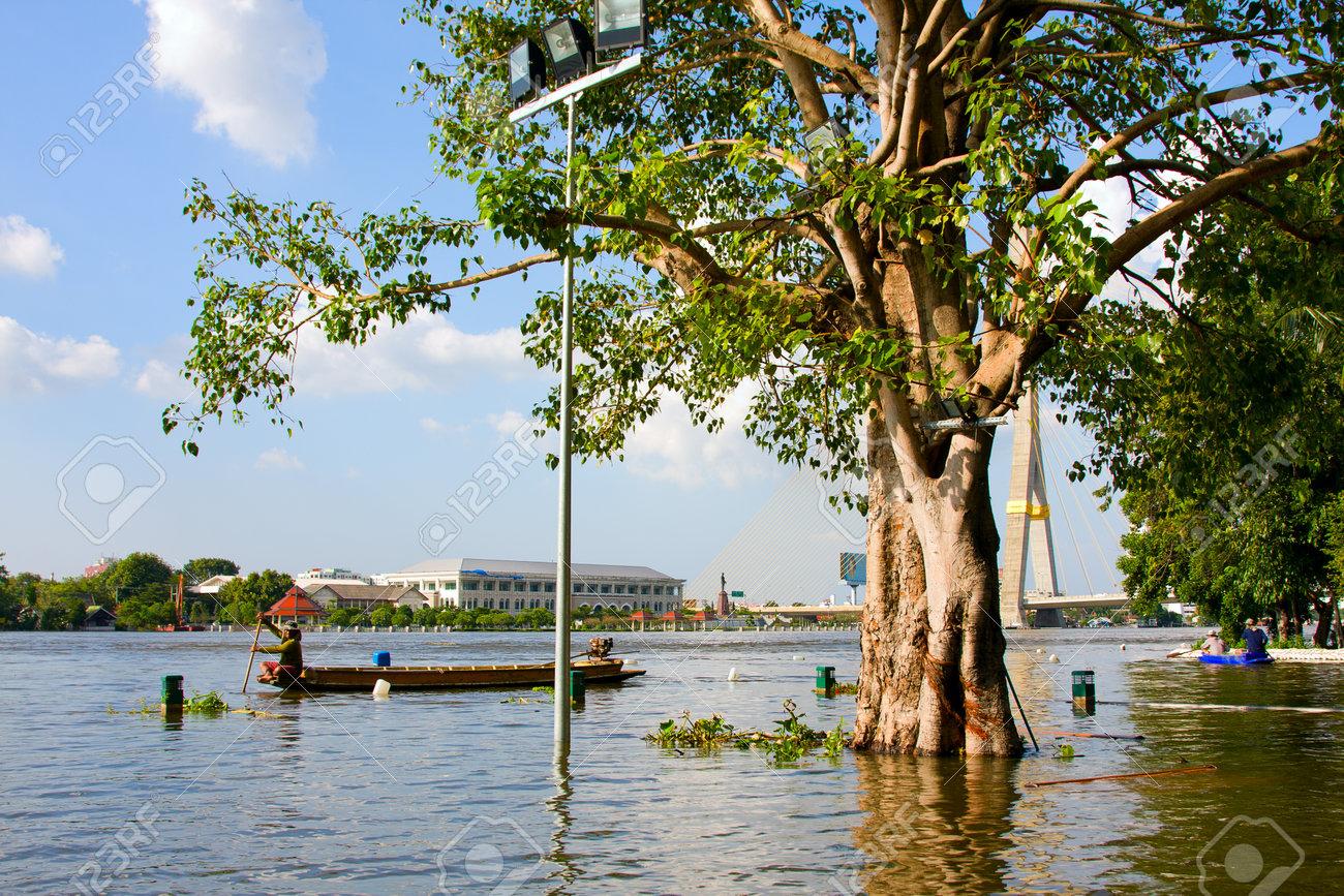 BANGKOK THAILAND - OCTOBER 25 : Flooding in Bangkok city on October 25, 2011 in Bangkok, Thailand. Water burst its banks on the Chao Phraya River to 2.5 m near the bridge Rama VIII. Stock Photo - 11044721