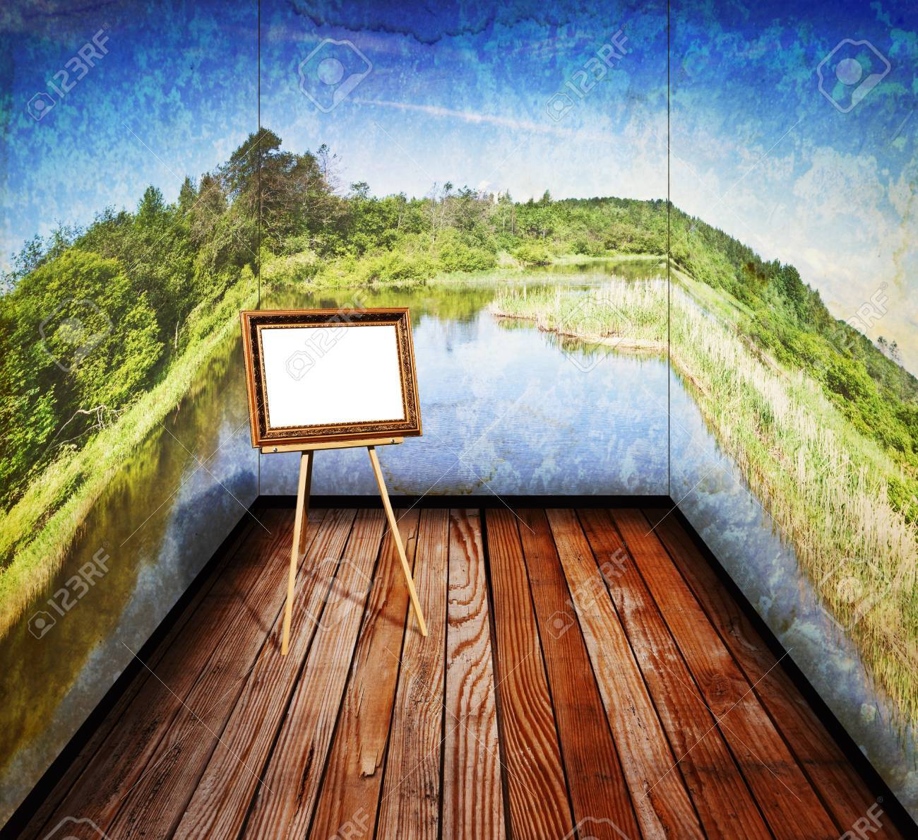 vintage room with a landscape on the walls is an empty easel Stock Photo - 14397630