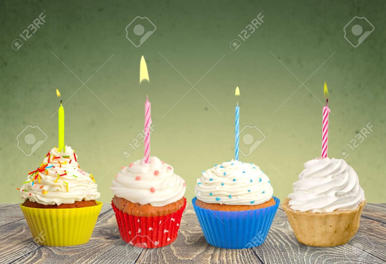 Cupcake, Anniversaire, Gâteau. Banque D'Images Et Photos Libres De