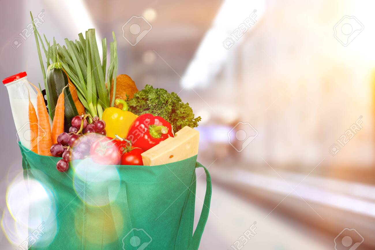 Full shopping bag, isolated over background - 133683419