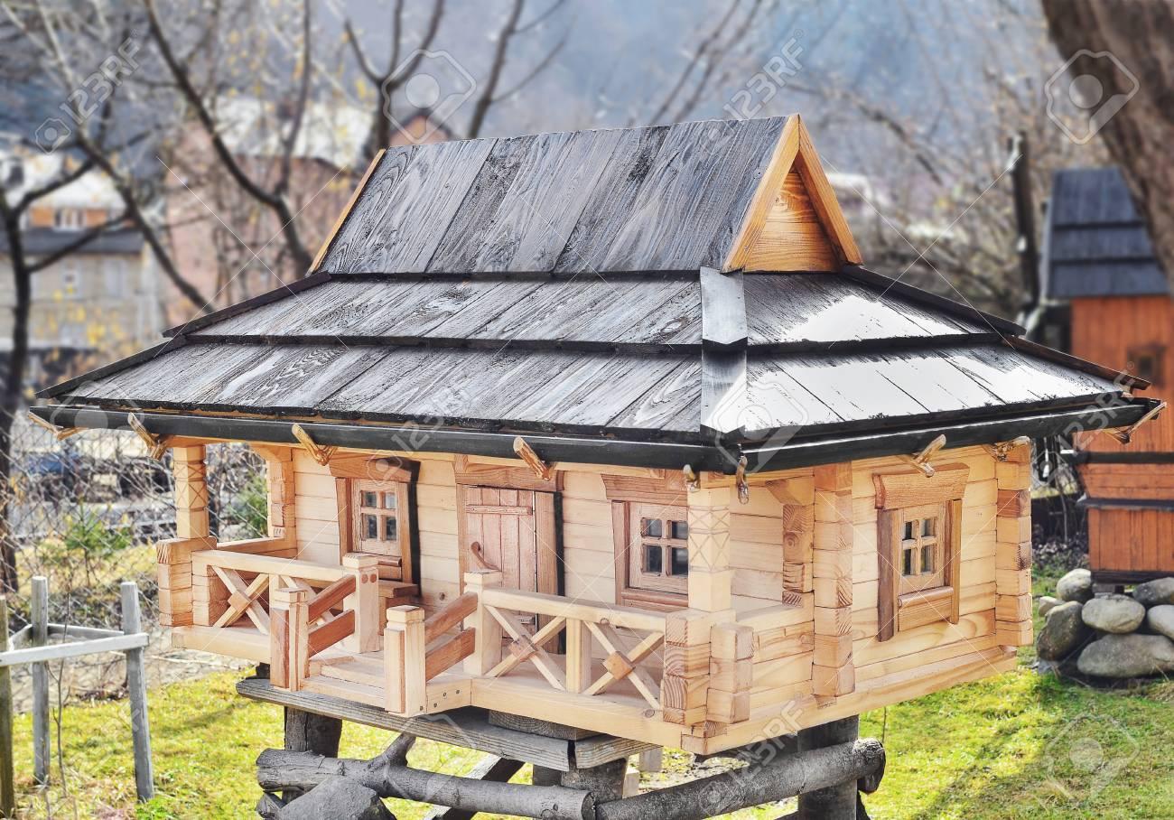 Productos Para El Diseño Del Paisaje. Modelo De La Casa De Madera ...