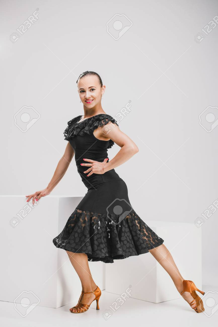 Schwarze kleider tanzen