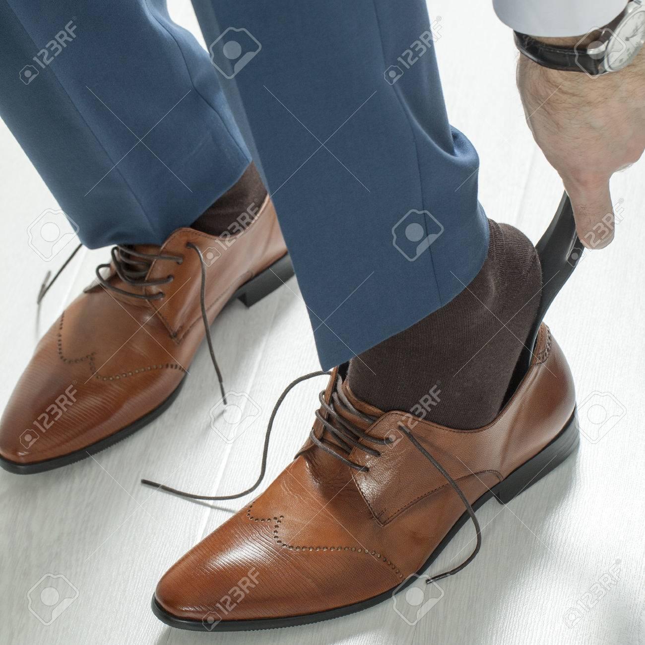 71273fdcdf7 Homme D affaires Vêtements Chaussures Brunes De Mode Banque D Images ...