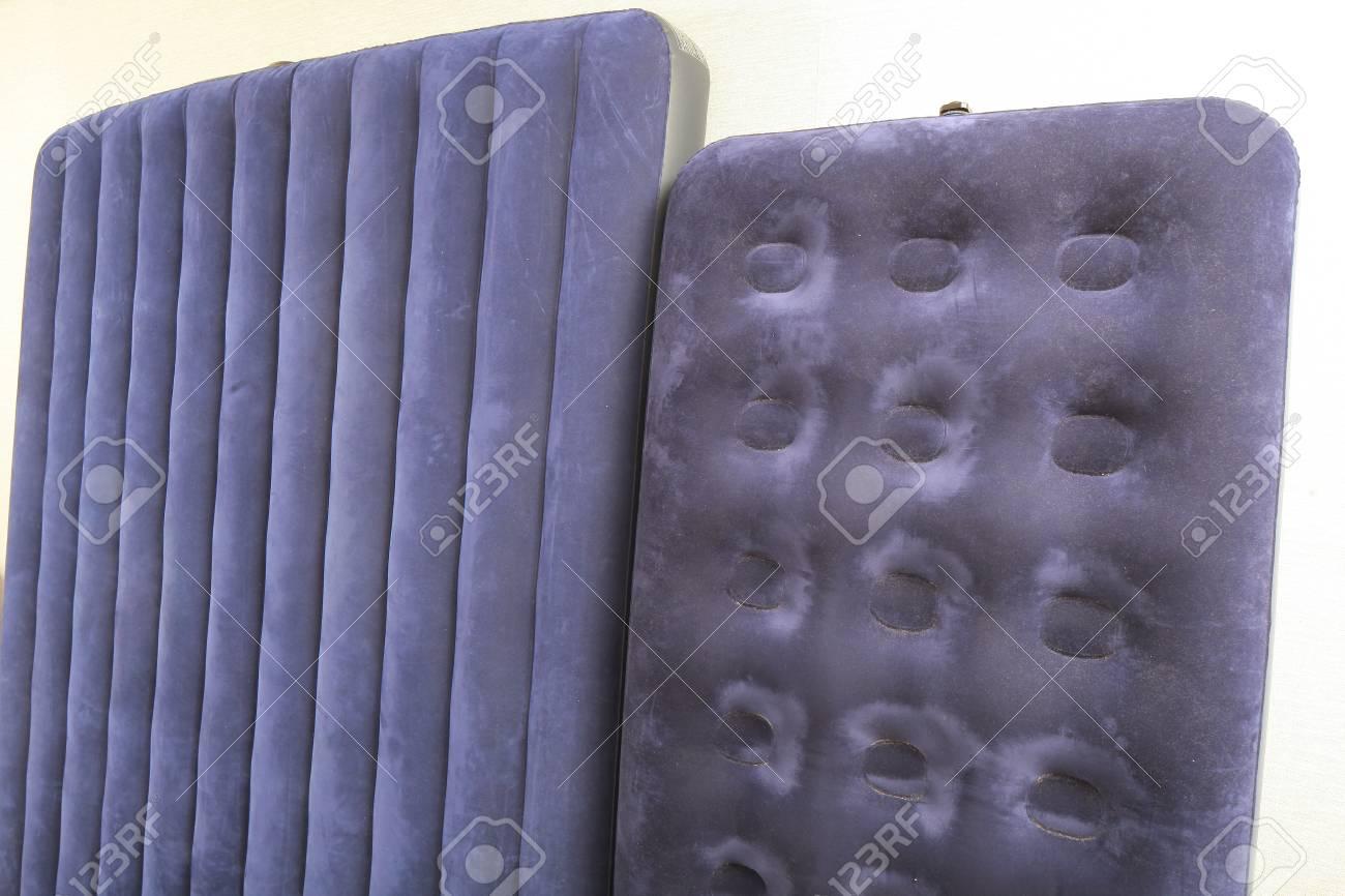 Materasso Gonfiabile Per Dormire.Materasso Gonfiabile Blu Per Dormire E Riposare Foto Royalty