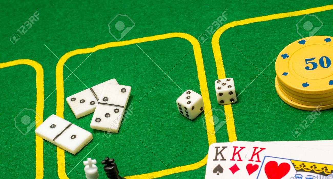 Accesorios Para Juegos De Mesa Naipes Fichas Dados Dominos