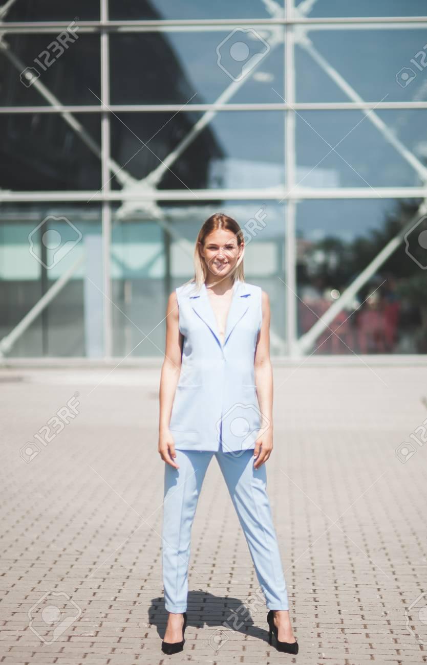 En Veste D'été Pantalon Blonde De Modèle Bleue D'affaires Chaussures Femme Mode Et Hauts Talons Bleu Costume À 534qLARj