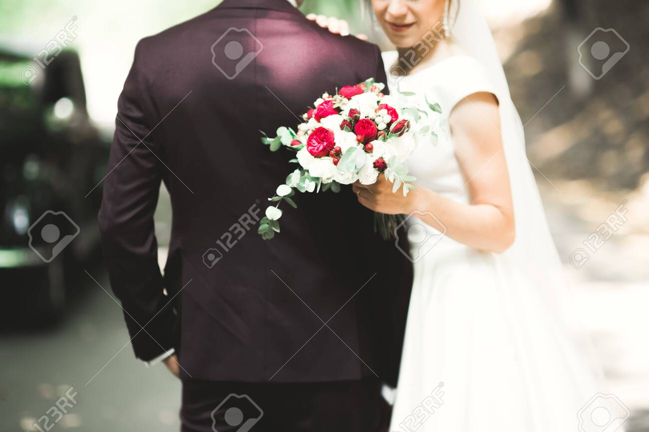 Perfect couple bride, groom posing and kissing in their wedding day. - 136191045