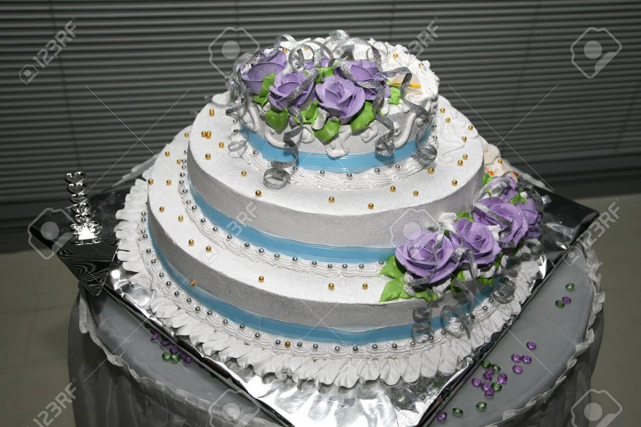 Schöne Kuchen Für Die Hochzeit Mit Rose Nahaufnahme Standard Bild   52076649