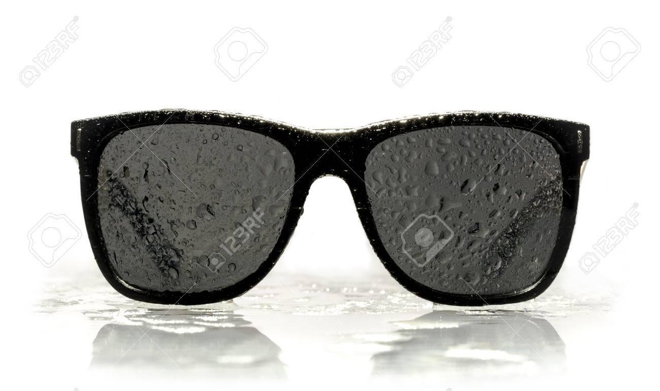 factory 100% de qualité chaussures élégantes Lunettes de soleil gouttelettes d'eau reflétant sur la surface
