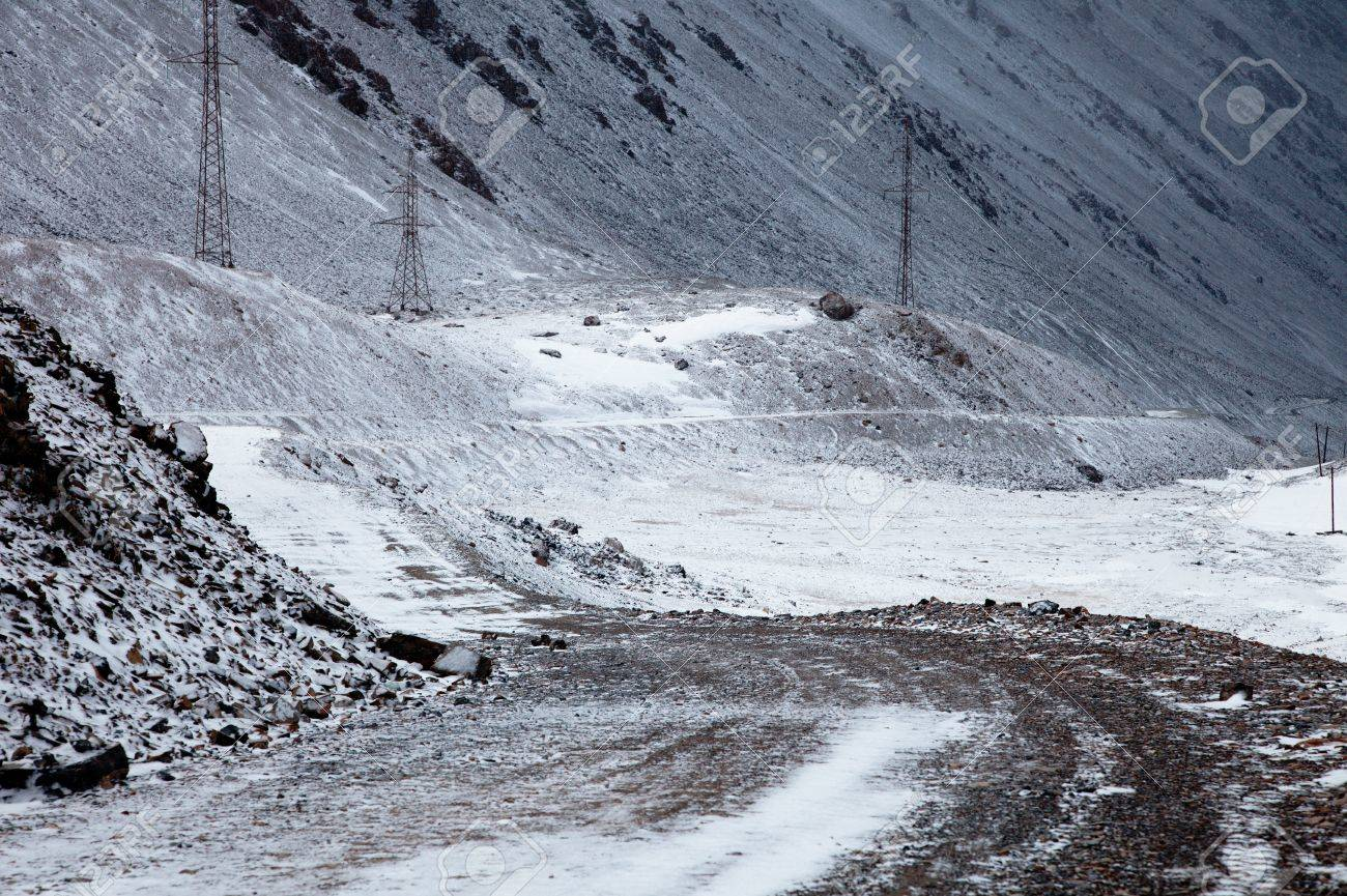 mountain road to China, Barskoon valley in Kyrgyzstan, high Tyan Shan mountains Stock Photo - 11094955