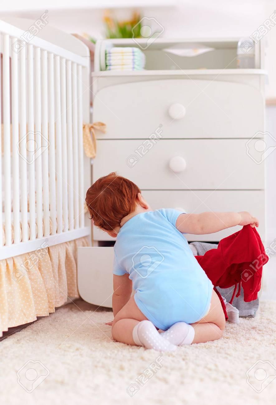 Exquisit Kommode Kleidung Referenz Von Lustiges Säuglingsbaby, Das Die Von Der Zu