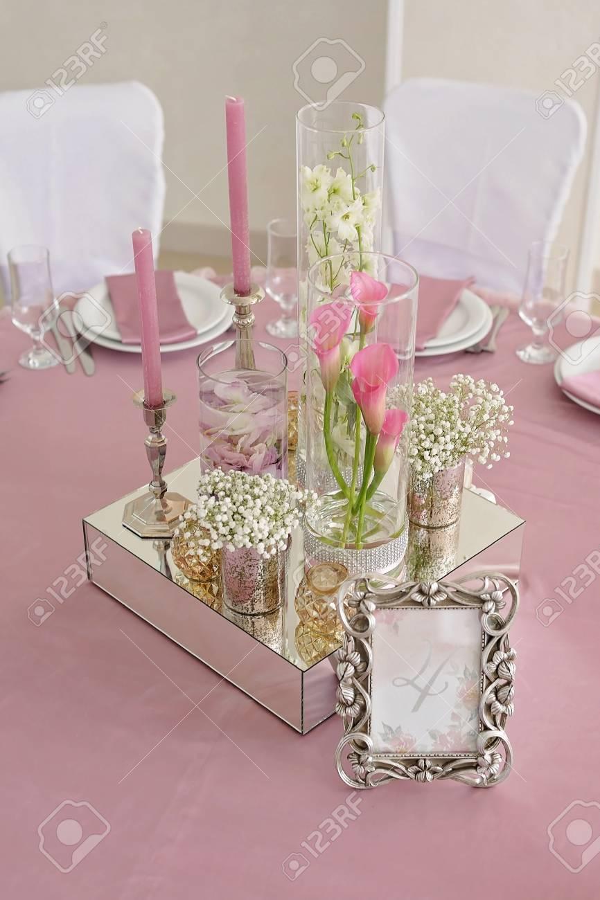 Blumen Und Kerze Dekoration Fur Eine Hochzeit Auf Dem Tisch