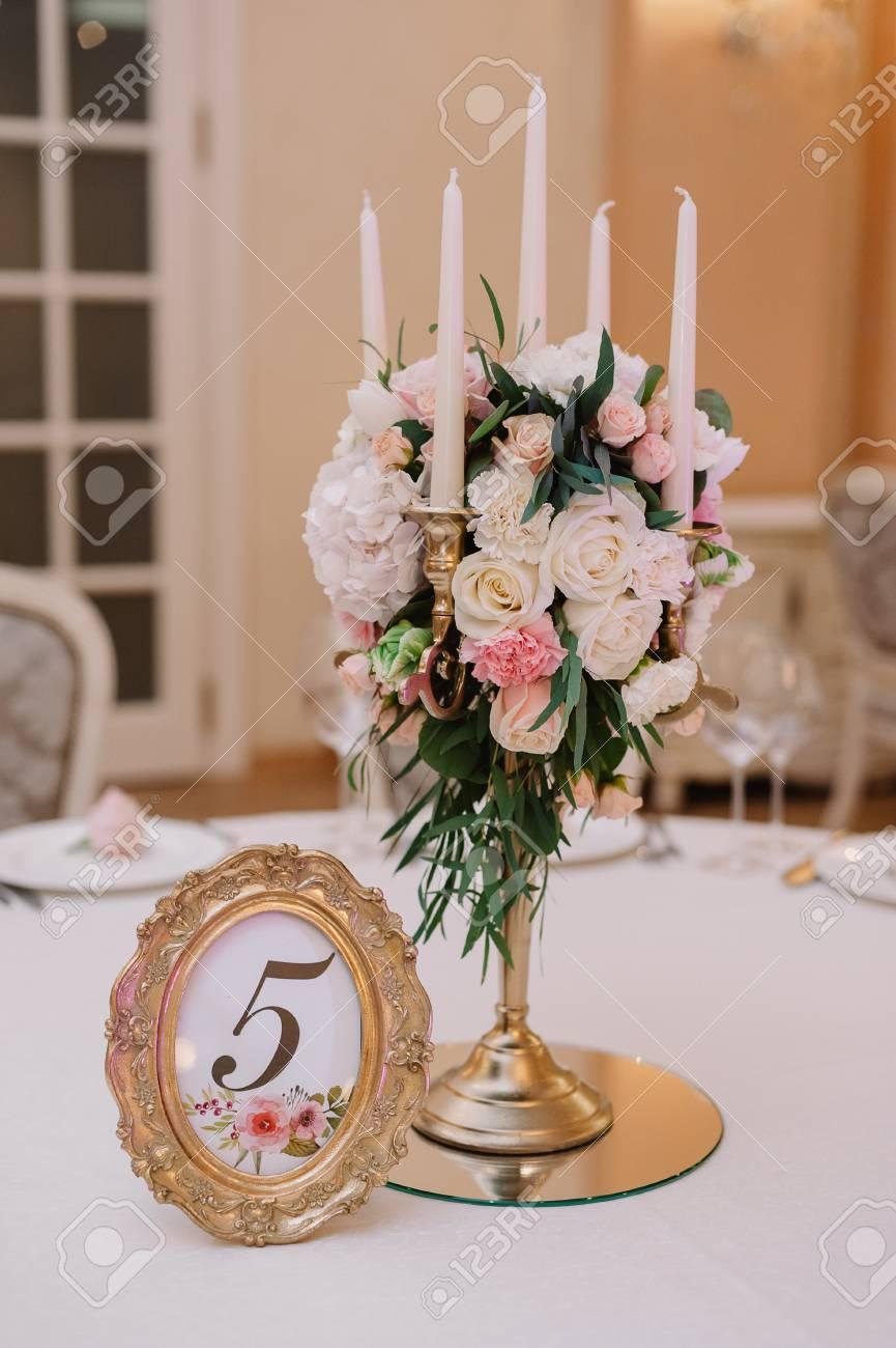 Hochzeit Tischdekoration Mit Den Weissen Und Rosa Rosen Nelken Und