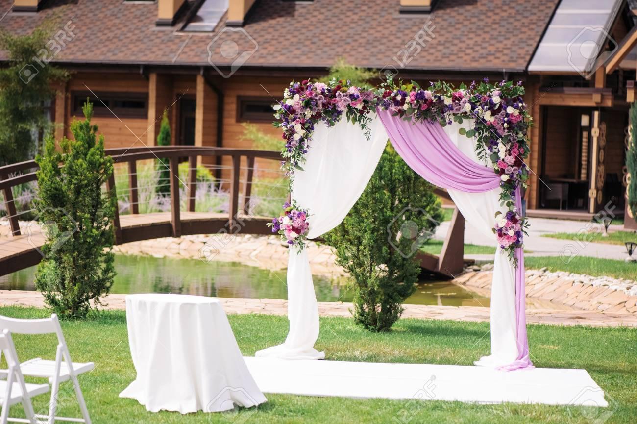 Wedding Arch Mit Schon Blumendekoration Lizenzfreie Fotos Bilder