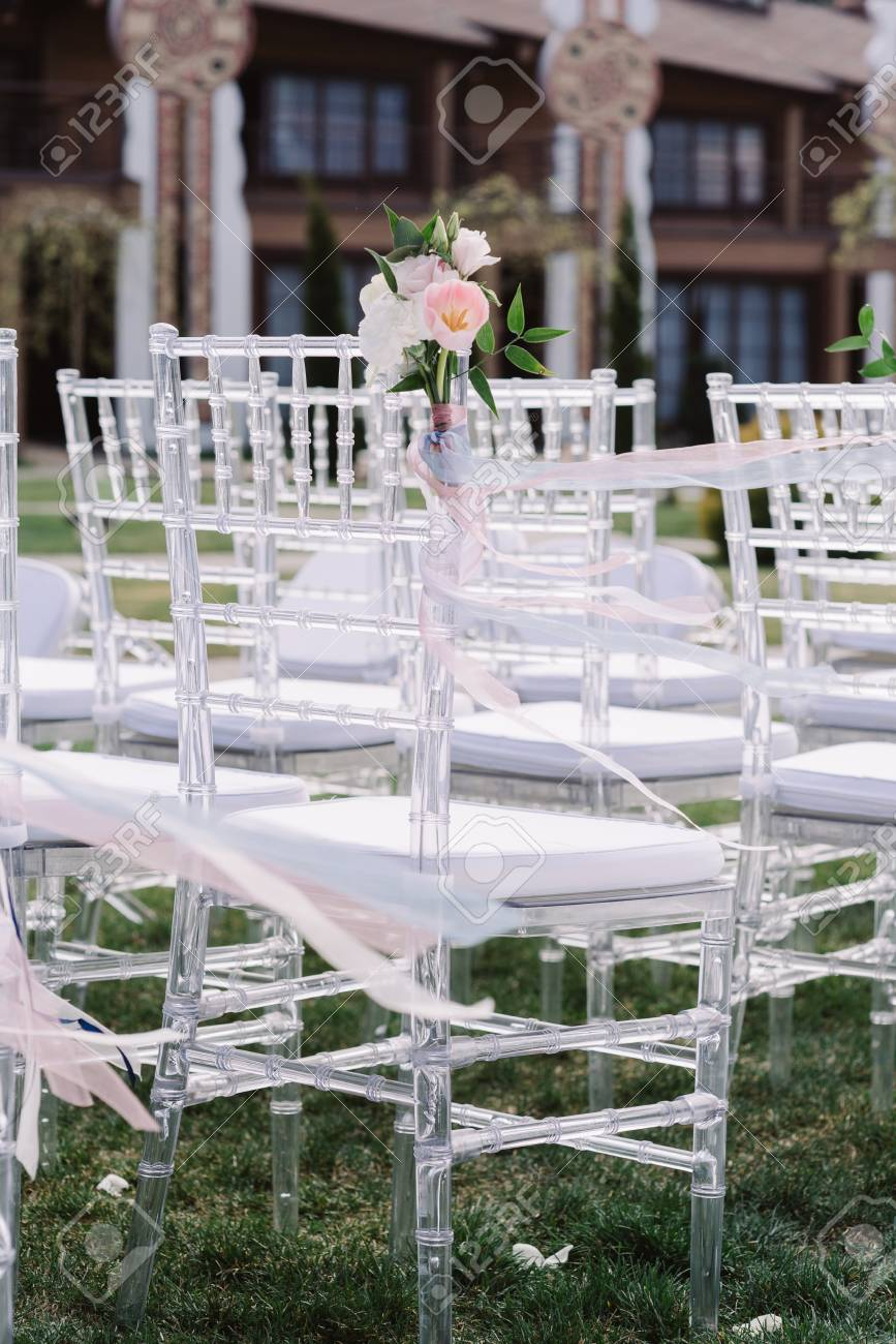 Groovy Beautiful Convenient White Chairs For Guests At A Modern Wedding Short Links Chair Design For Home Short Linksinfo