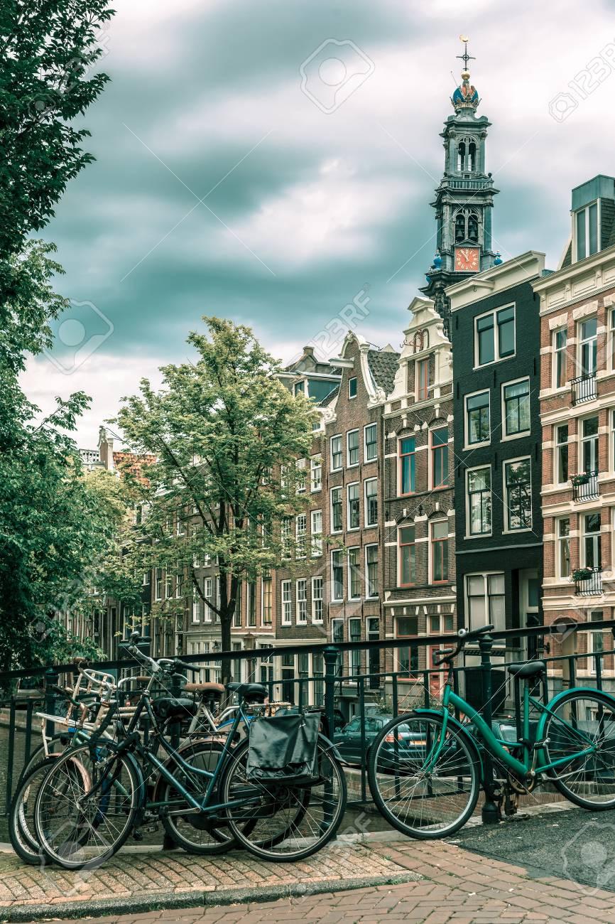 Blick Auf Die Stadt Von Amsterdam-Kanal, Kirche Westerkerk Und ...
