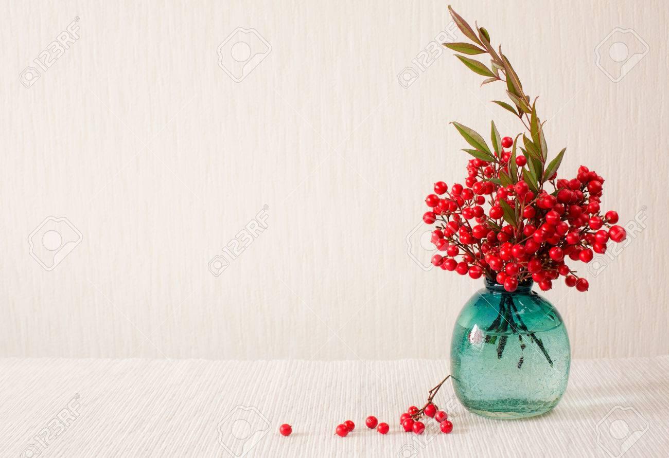 Japanische Vase Mit Roten Beeren Der Heiligen Bambus Nandina