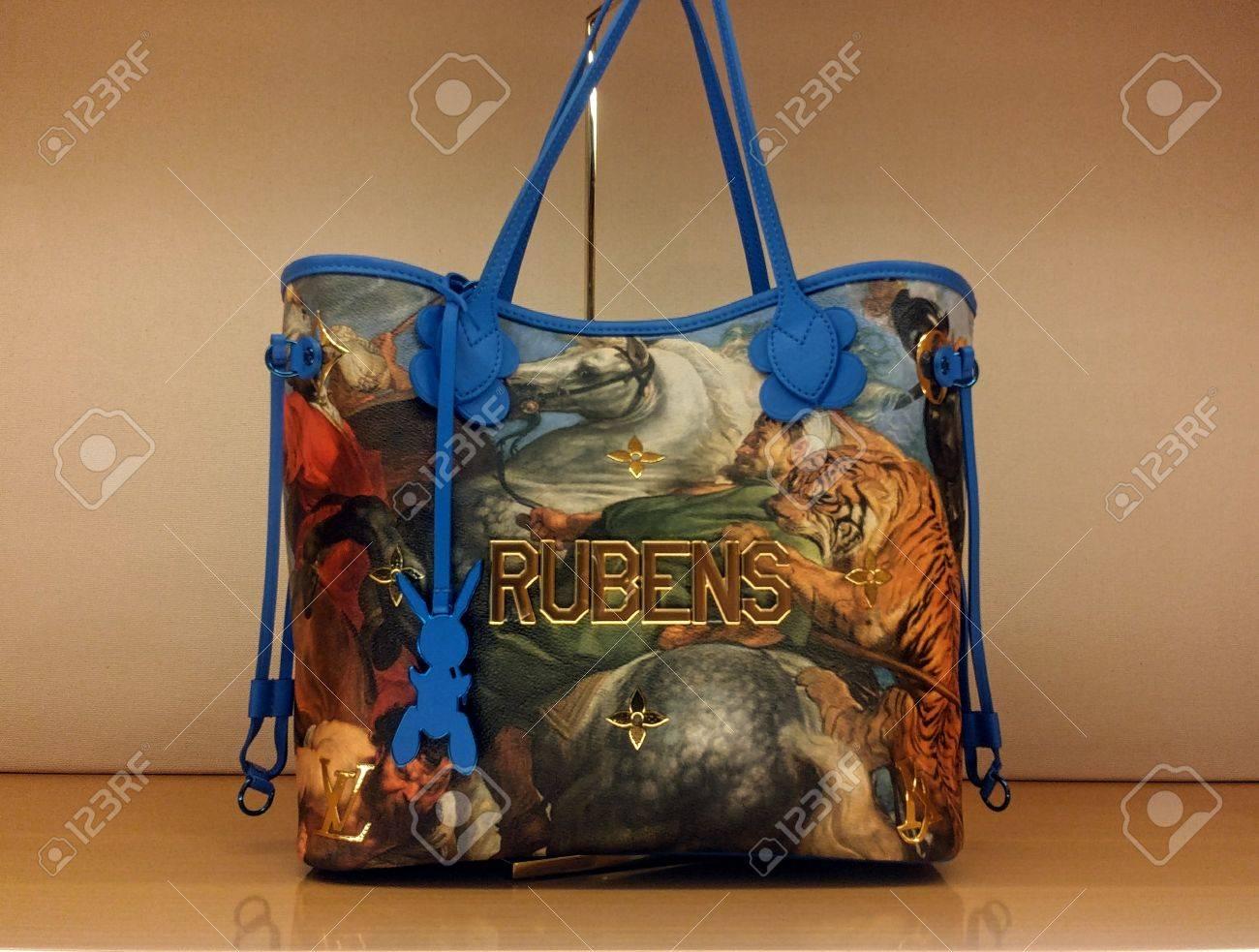 98c1a87ee Bolso de Louis Vuitton Rubens en la exhibición en la tienda de Toronto Foto  de archivo