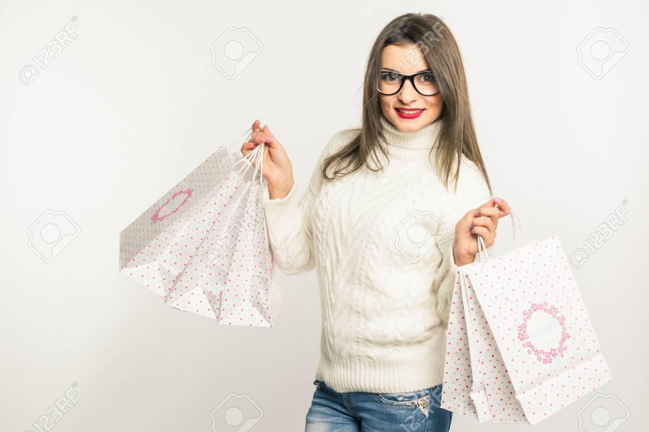 Hübsche Junge Brünette Frau In Den Gläsern Und Einem Weißen Pullover ...