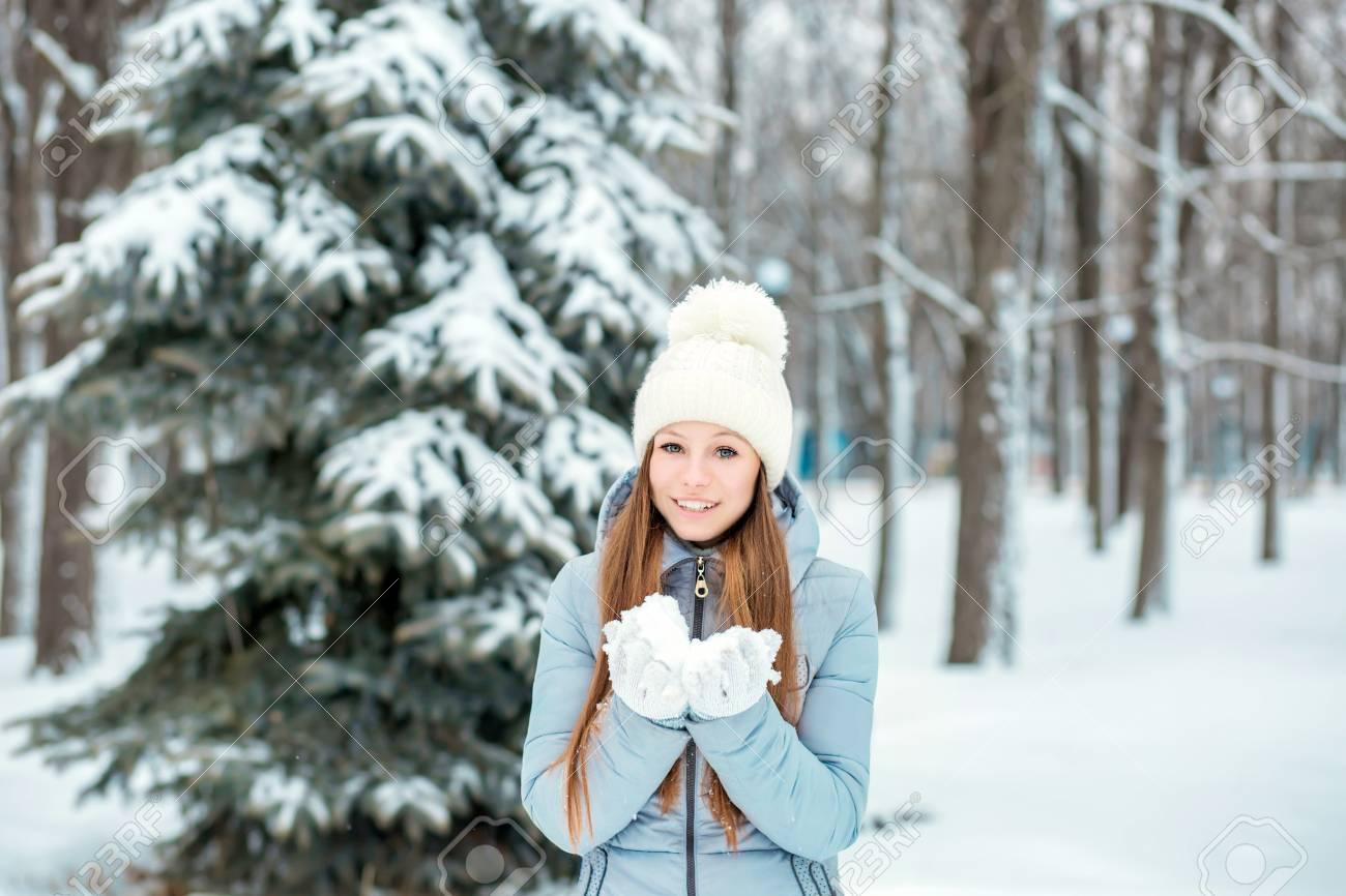 女の子 冬 冬生まれの女の子におすすめの名前165選