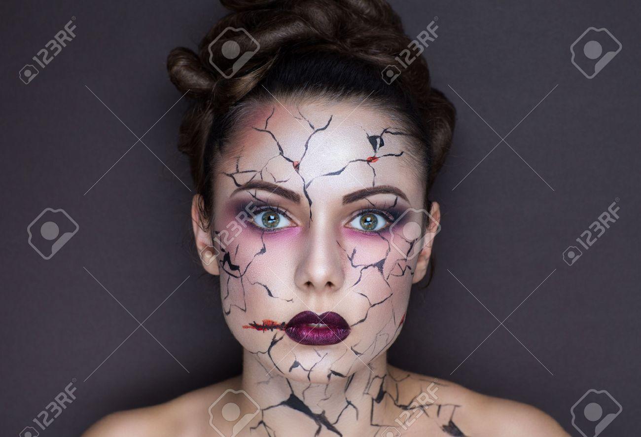 Belle Fille Avec Créative Maquillage Pour La Fête Dhalloween Des