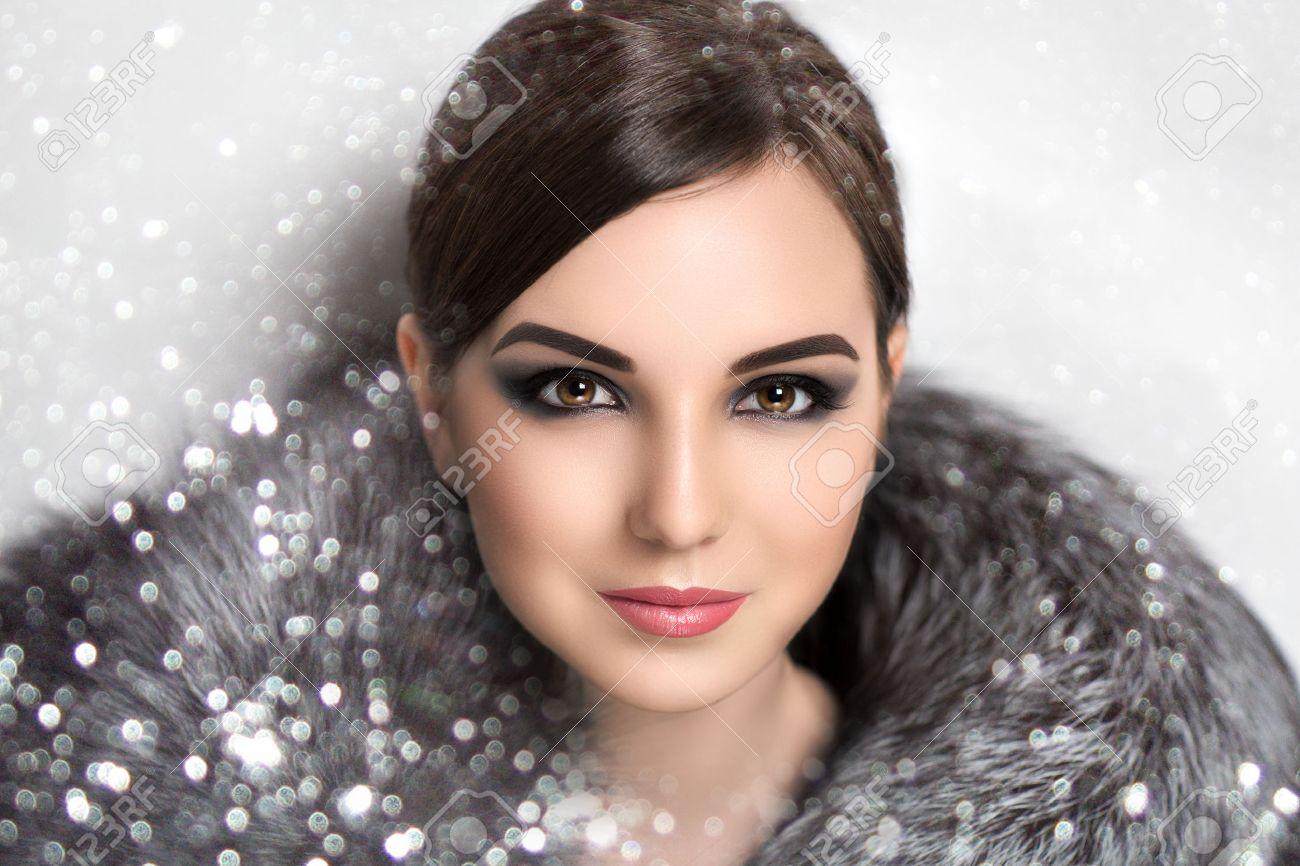 Image De Noel Fille.Portrait De La Belle Jeune Fille Dame Femme Modele Actrice Etoile Celebrite Hiver Nouvel An Noel Le Luxe La Richesse Look Epure