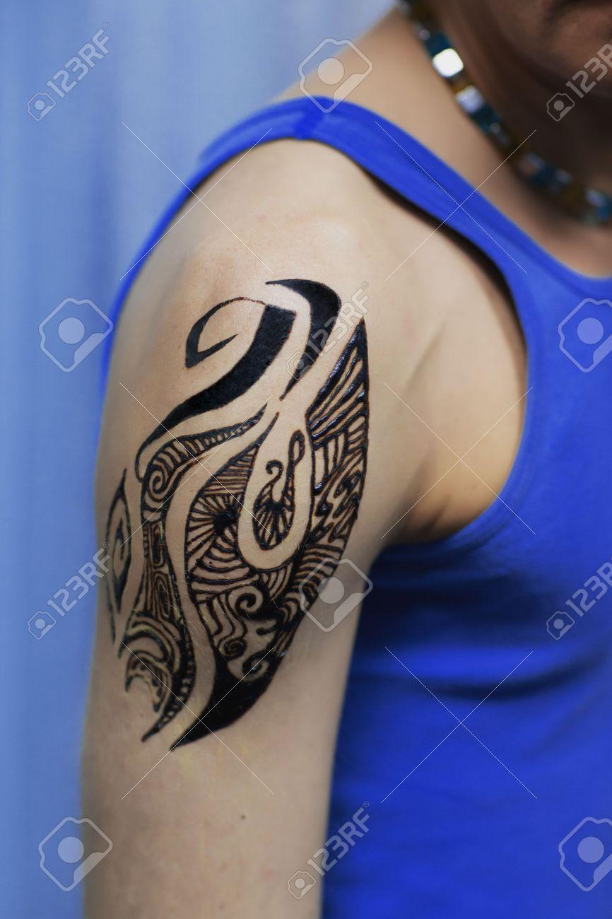 Tatouage Indien Sur L Epaule De L Homme Banque D Images Et Photos