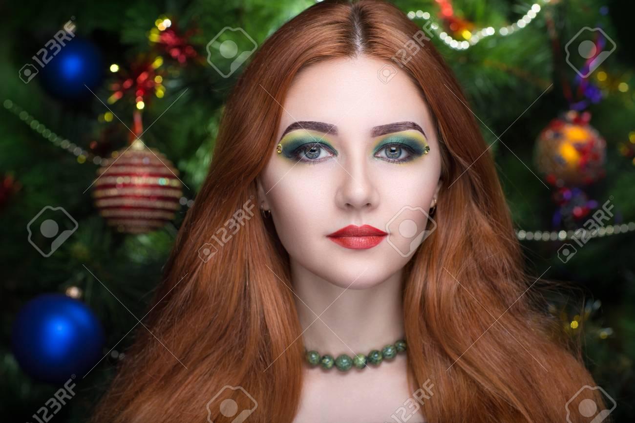 Junge Schöne Dame Modell Frau Schauspielerin Roten Haaren Frau Hell