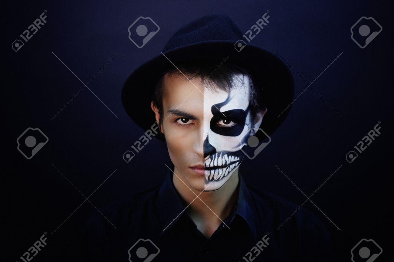 Hombre Creativo Con Maquillaje Para La Fiesta De Halloween La Idea - Maquillaje-profesional-halloween