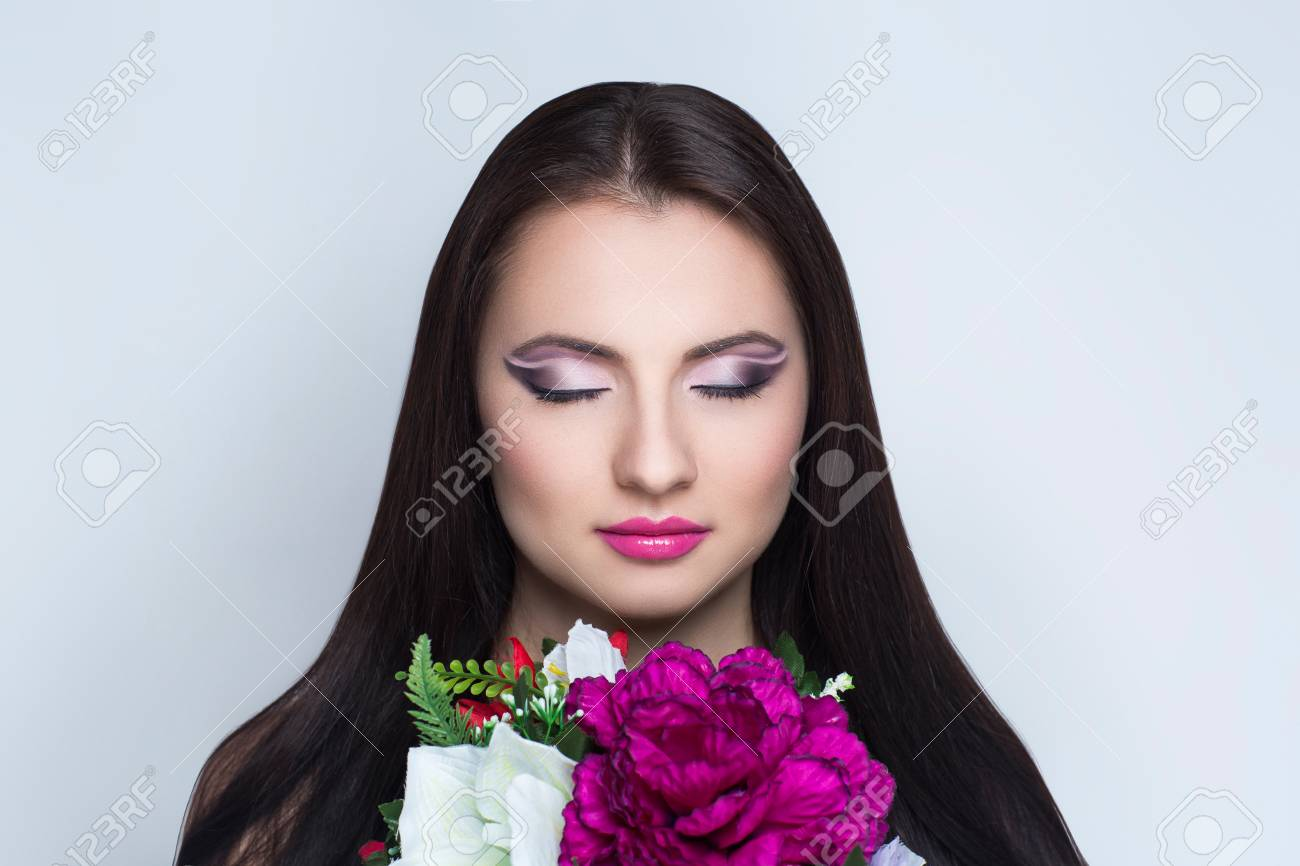 Pretty Girl Sniffing Flowers Bouquet Creative Young Lady Bright