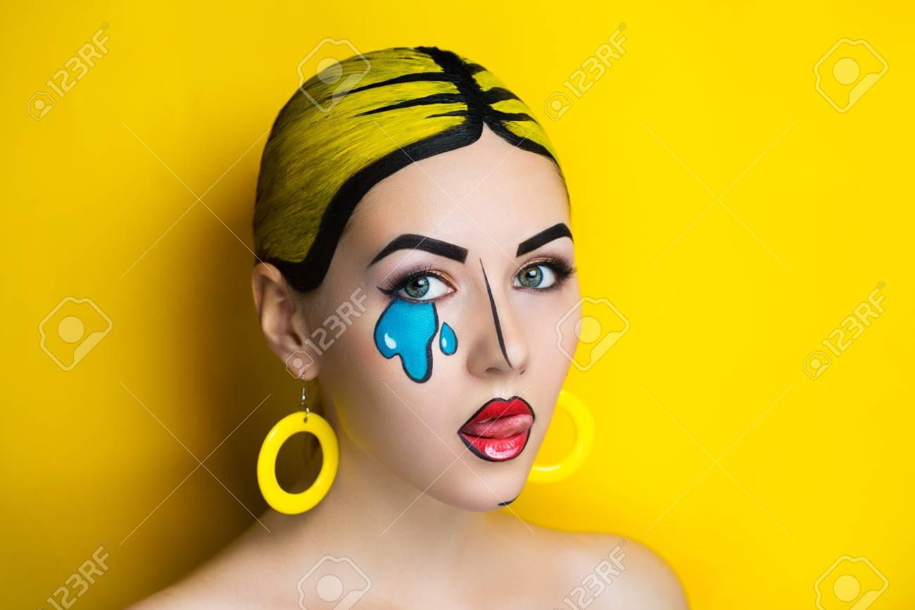 Nueva Mujer Creativa Señora Chica Modelo Play Comics Azul Rojo Amarillo Colores El Maquillaje Artístico Brillante Del Arte Brilla Intensamente Tiempo