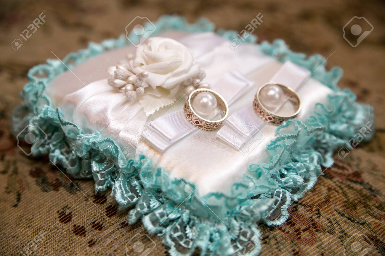 Big White Pillow And Two Wedding Rings Goods For Wedding Photo