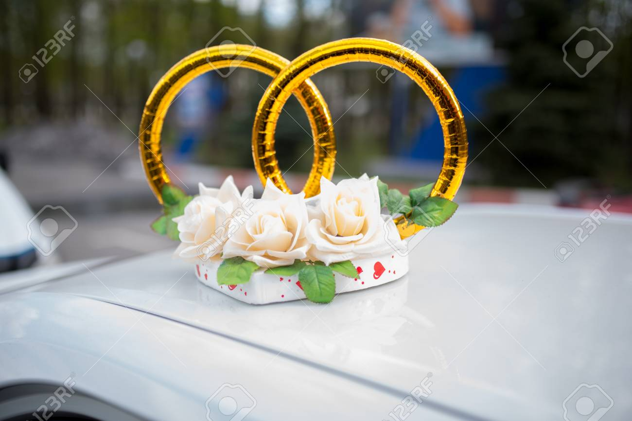 Big Bouquet And Two Wedding Rings Goods For Wedding This Photo