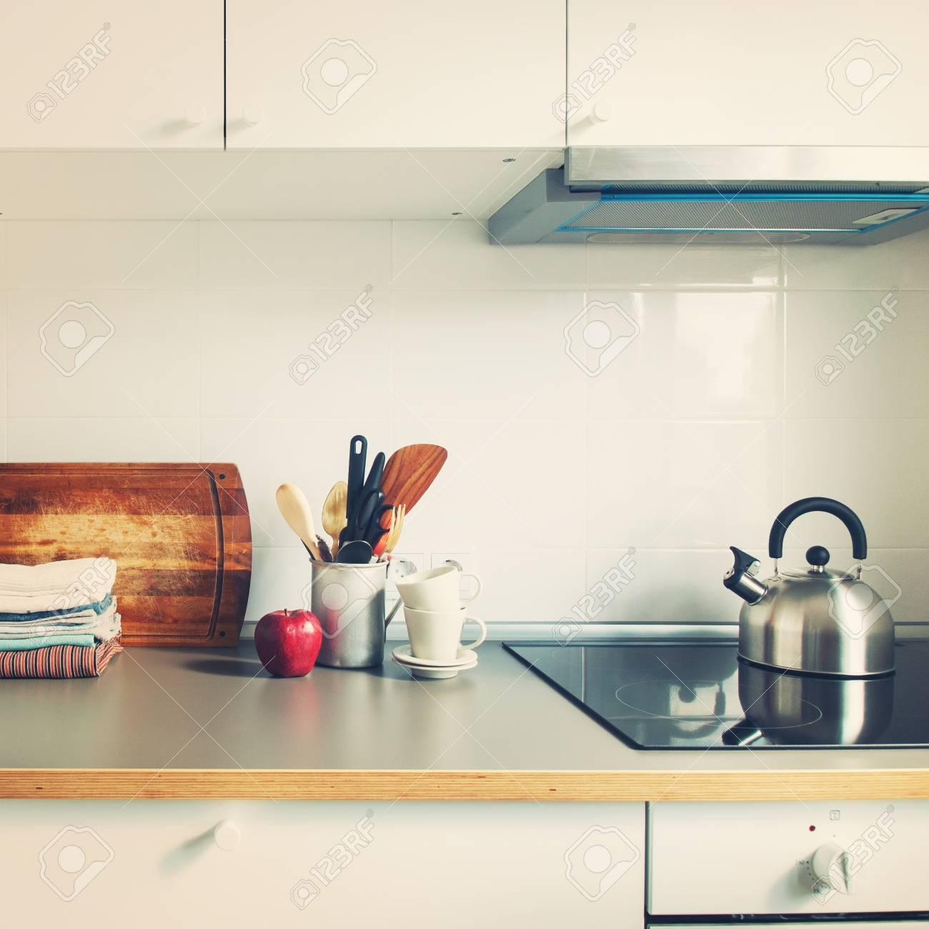 banque dimages blanc cuisine intrieur accessoires plats personnel apple produits dpicerie stand sur table tonique