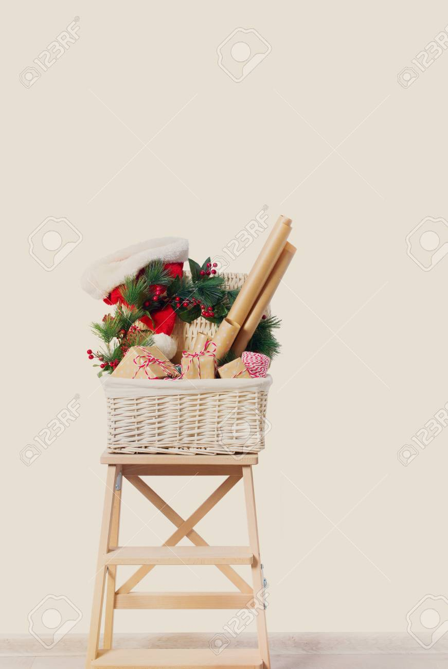 Weihnachtsgeschenke Dekor Korb Boxen Kranz Holly Berry Santa Hut Auf ...