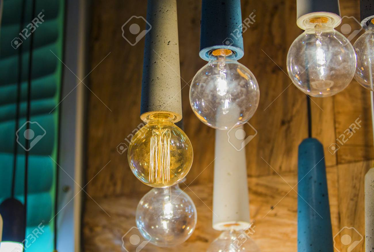 Plafoniere E Lampadari Moderni : Lampadine moderne in un caffè plafoniere a soffitto lampadario